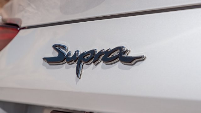 2020-Toyota-Supra-Launch-Edition-badge.jpg