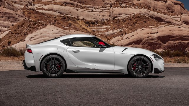 2020-Toyota-Supra-Launch-Edition-side-view-parked.jpg